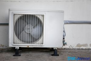 obstructed-airflow-causing-aircon-leakage-Dw-Aircon-Servincing-Singapore_wm