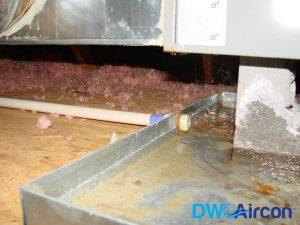 rusty-aircon-drainage-tray-aircon-leak-repair-dw-aircon-servicing-singapore