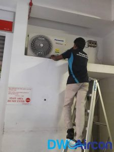 technician-installing-aircon-inverter-aircons-dw-aircon-singapore