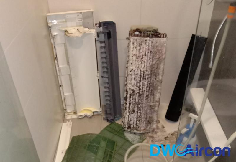 aircon-chemical-overhaul-aircon-servicing-singapore-condo-punggol-2
