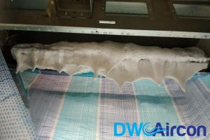 aircon-unit-being-washed-aircon-chemical-overhaul-dw-aircon-singapore