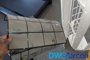 dirty-aircon-filters-aircon-light-blinking-dw-aircon-servicing-singapore