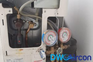 refrigerant-leak-aircon-light-blinking-gas-top-up-dw-aircon-servicing-singapore