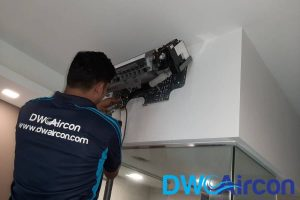 technician-doing-repairs-aircon-light-blinking-dw-aircon-singapore