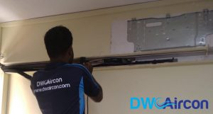ac-technician-back-view-aircon-servicing-dw-aircon-servicing-singapore_featured