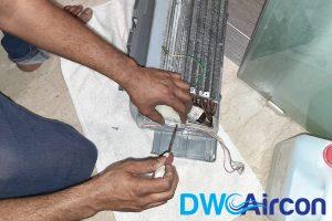ac-technician-repairing-aircon-servicing-dw-aircon-servicing-singapore
