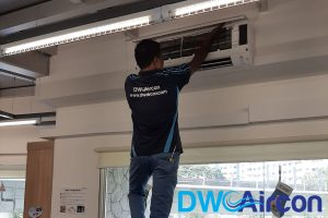 professional-ac-technician-aircon-servicing-dw-aircon-servicing-singapore