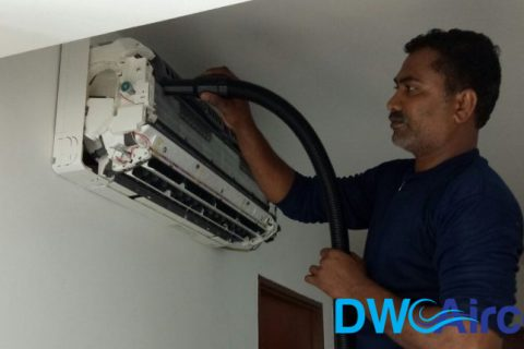 aircon-technician-engaging-an-aircon-contractor-for-aircon-chemical-wash-dw-aircon-servicing-singapore