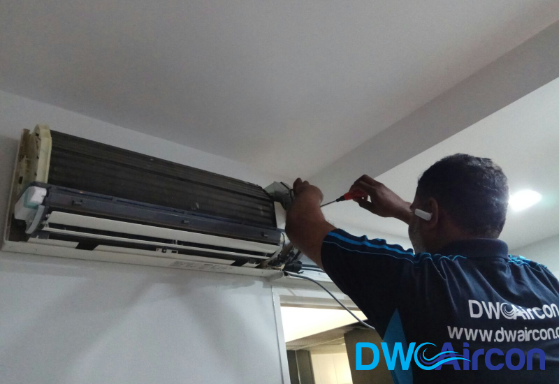 technician-aircon-chemical-cleaning-aircon-servicing-singapore